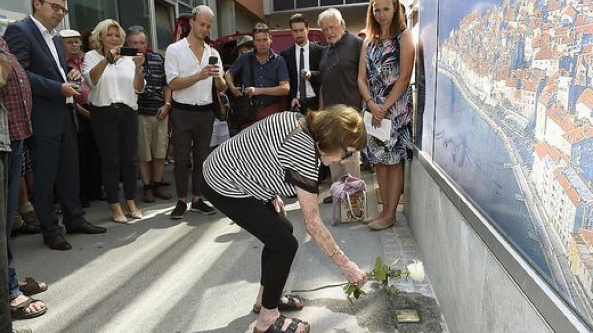 Slika: Spotikavci za spomin in opomin žrtvam holokavsta