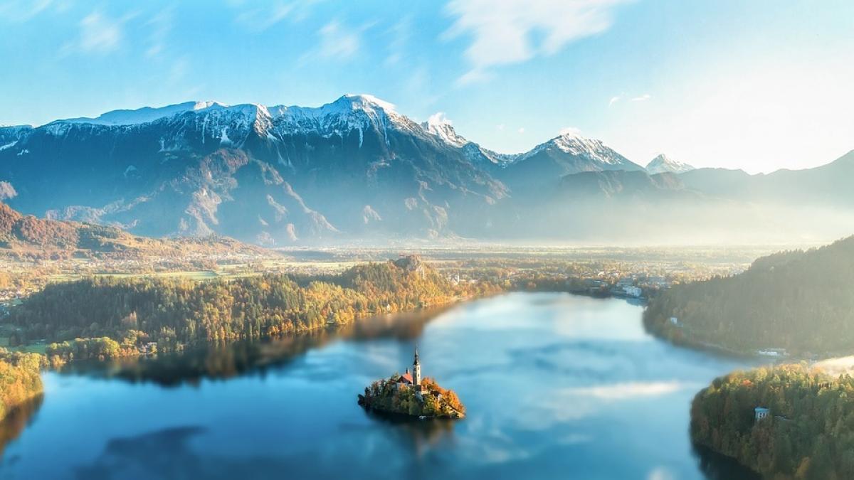 Slika: Izšla je avstrijska edicija Discover Slovenia