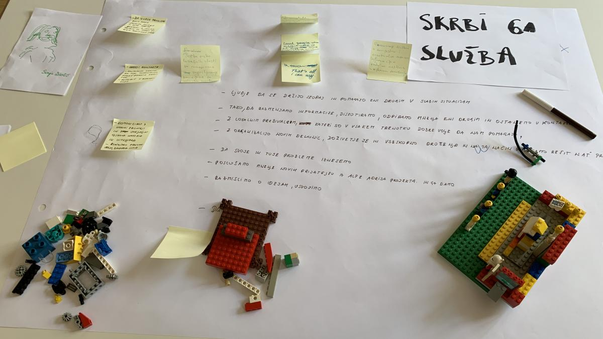 Slika: Imamo vse, kar je potrebno - svinčnik, papir, lego kocke