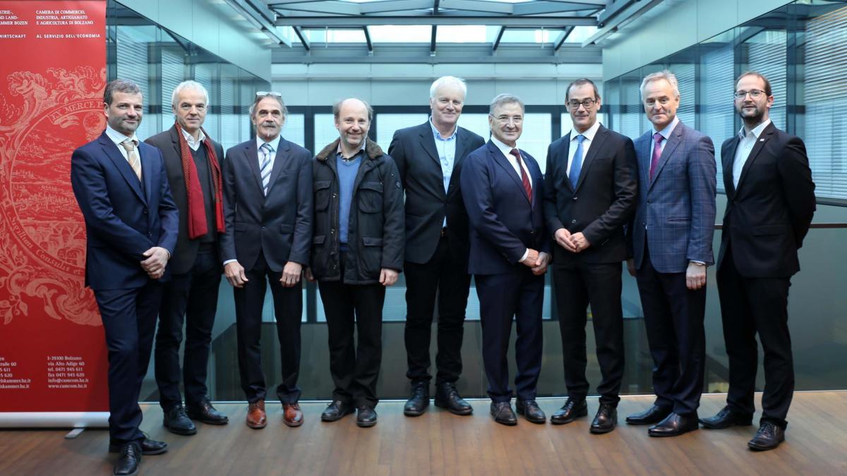Slika: Gospodarska zbornica v Boznu