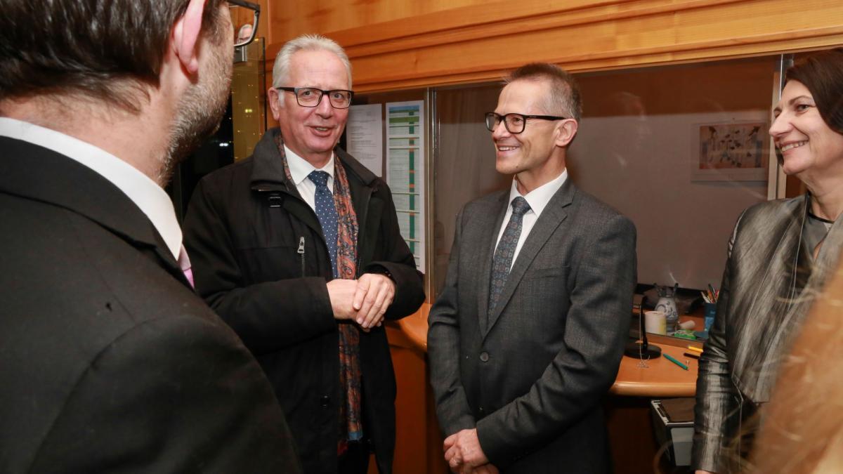 Slika: predsednik koroškega deželnega zbora Reinhard Rohr, generalni konzul RS Anton Novak s soprogo (z leve)