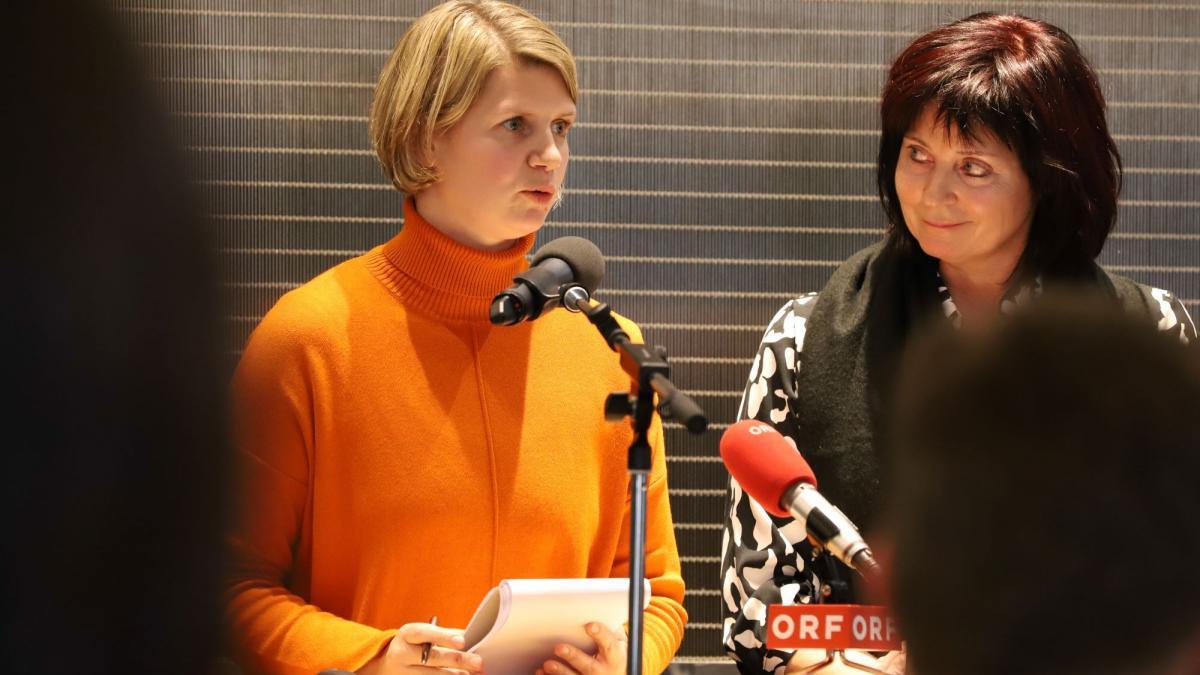 Slika: Prevajalka Julija Schellander-Obid, Tatjana Gregorčič, vodja službe za gospodarstvo, kmetijstvo in turizem
