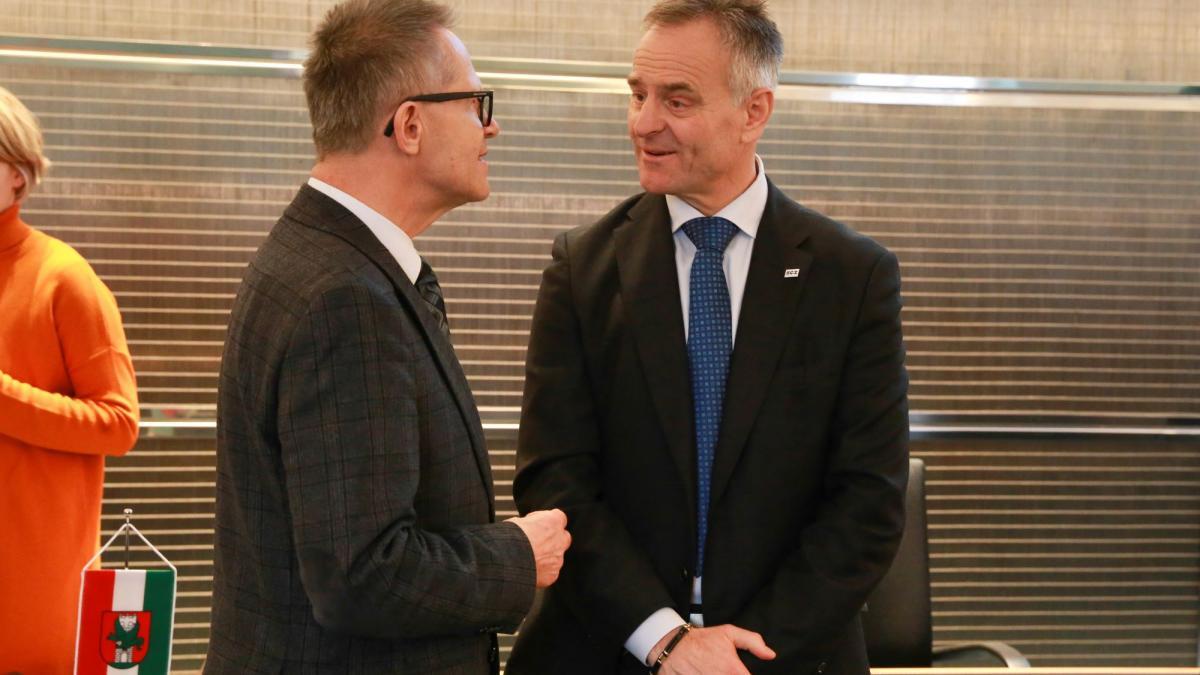 Slika: generalni konzul RS dr. Anton Novak, predsednik SGZ Benjamin Wakounig