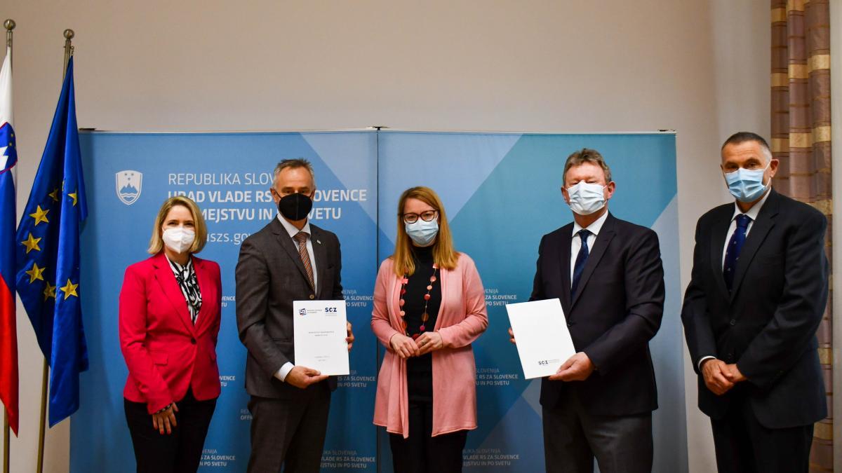 Slika: podpis sporazuma SGZ & SZE