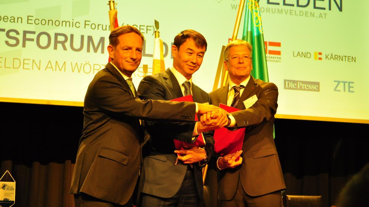 Slika: podpis sporazuma med regijo Južni Kazahstan in deželo Koroško